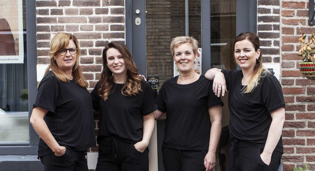 Trendy-hairstyling-team-foto-buiten-2